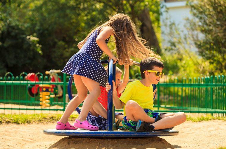 «Μαμά, πάμε παιδική χαρά;»: 9 συμβουλές για να απολαύσουν τα παιδιά ασφαλή το παιχνίδι τους