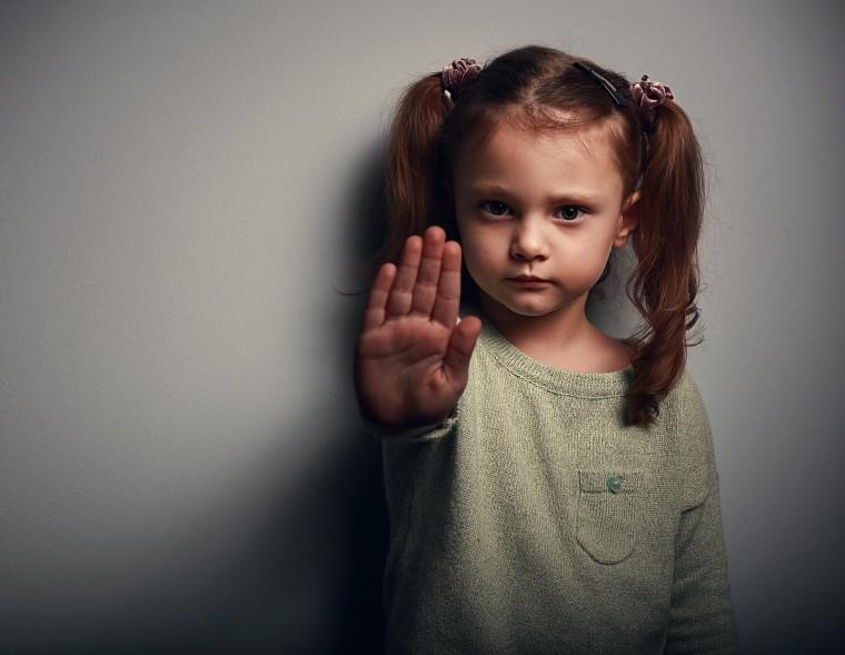 """Συνήγορος του Παιδιού στο Infokids.gr: """"Οι ποινές δεν είναι λύση στο πρόβλημα της κακοποίησης παιδιών"""""""