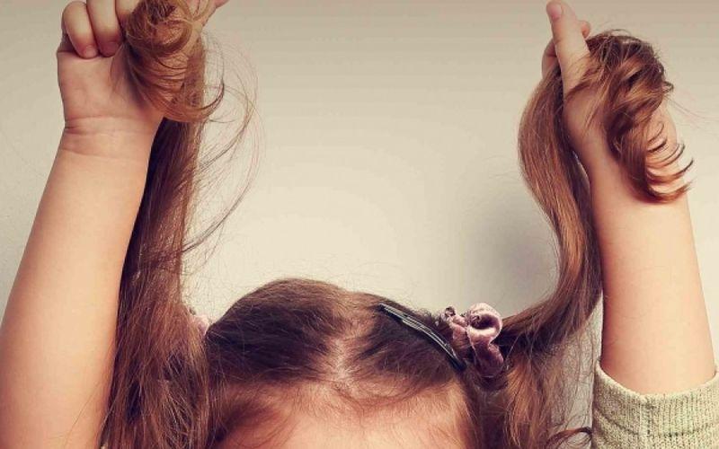 Παίδων Πεντέλης: 8χρονη που έτρωγε τα μαλλιά της σώθηκε από τους γιατρούς-  Έβγαλαν από το στομάχι της μεγάλη μάζα μαλλιών