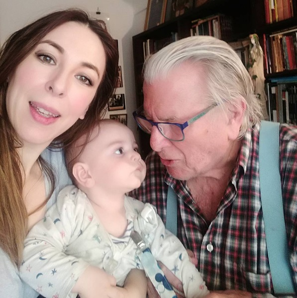 """Κώστας Βουτσάς στο Infokids.gr: """"Από τη στιγμή που έγινα μπαμπάς στα 84 μου χρόνια, όλοι οι άντρες μπορούν να κάνουν παιδί"""""""