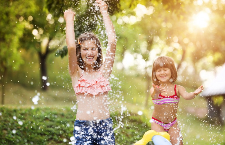 Ώρα να δροσιστούμε: 6 καλοκαιρινά παιχνίδια που θα σας κάνουν να δείτε τη διασκεδαστική πλευρά του νερού