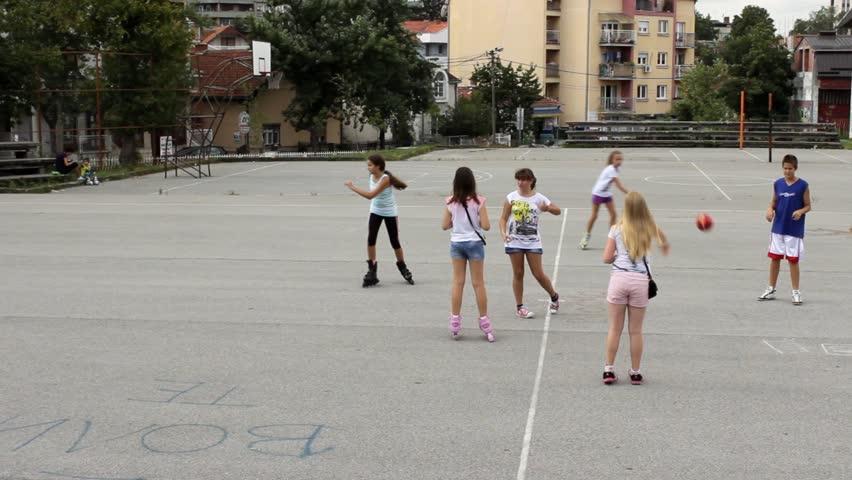 Δ. Ηρακλείου Αττικής: Ανοικτές αυλές σχολείων και αυτό το καλοκαίρι για να παίζουν τα παιδιά ξέγνοιαστα και με ασφάλεια
