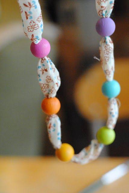 DIY: Φτιάχνω κόσμημα με ύφασμα και χάντρες, σε 5 λεπτά!