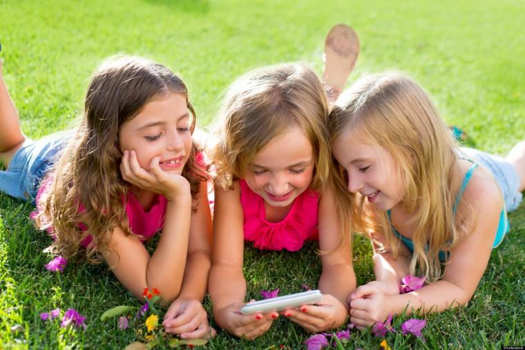 Γιατί τα παιδιά που έχουν smartphone κολλάνε πιο εύκολα ψείρες;