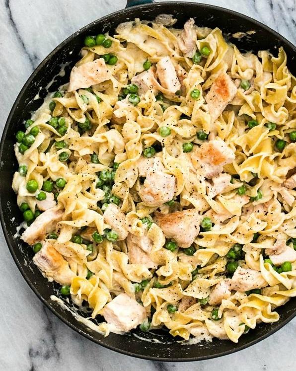 Ταλιατέλες με αρακά, κοτόπουλο και αρωματική σάλτσα