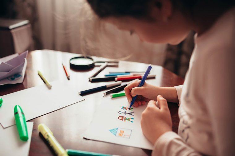 Αν οι ζωγραφιές του παιδιού σας μοιάζουν κάπως έτσι, τότε μάλλον μεγαλώνετε μια μικρή διάνοια !