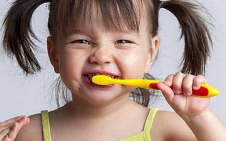 Δείτε στο βίντεο πώς με την «Οδοντοστοιχούλα» το βούρτσισμα των δοντιών γίνεται παιχνίδι!