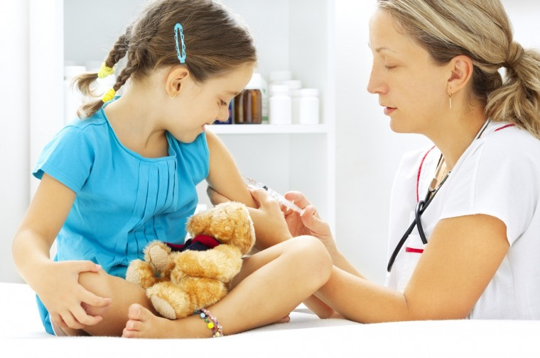 Καταγγελία – σοκ: Δίνονται ψευδείς βεβαιώσεις περί εμβολιασμού από παιδιάτρους για να γραφτούν παιδιά σε σχολεία