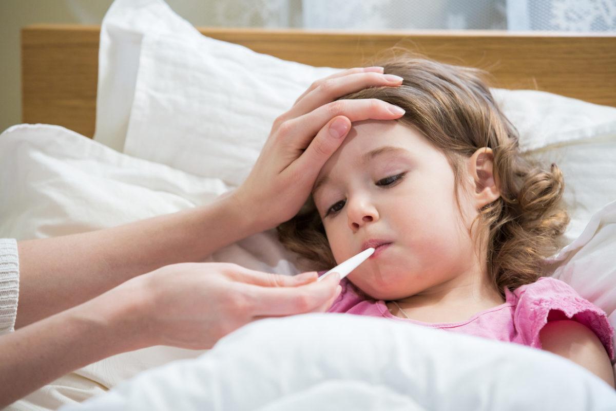 Οι ιώσεις είναι επίσημα εδώ: Πώς θα προστατεύσουμε σωστά τα παιδιά μας