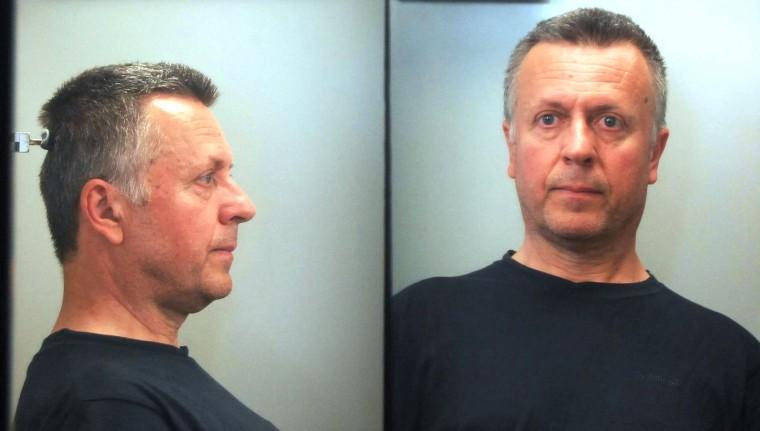Αυτός είναι ο 54χρονος επιδειξίας που συνελήφθη έξω από νηπιαγωγείο της Γλυφάδας