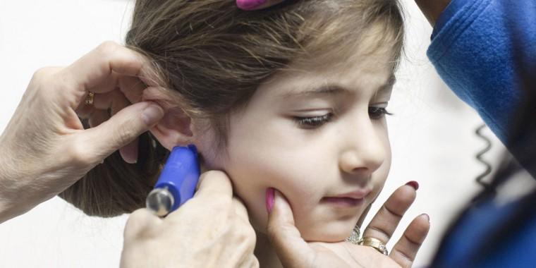 Οι επίσημοι τρέχοντες κανόνες της Αμερικανικής Ακαδημίας Παιδιατρικής  ενθαρρύνουν τους γονείς να μην τρυπούν τα αυτιά των παιδιών τους 31619dbabef