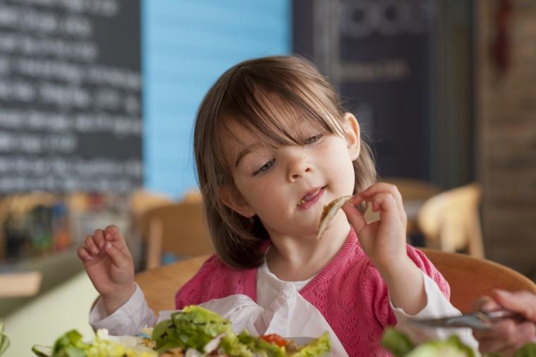 Πώς η διατροφή του παιδιού επηρεάζει τη συμπεριφορά και τις σχολικές επιδόσεις του;
