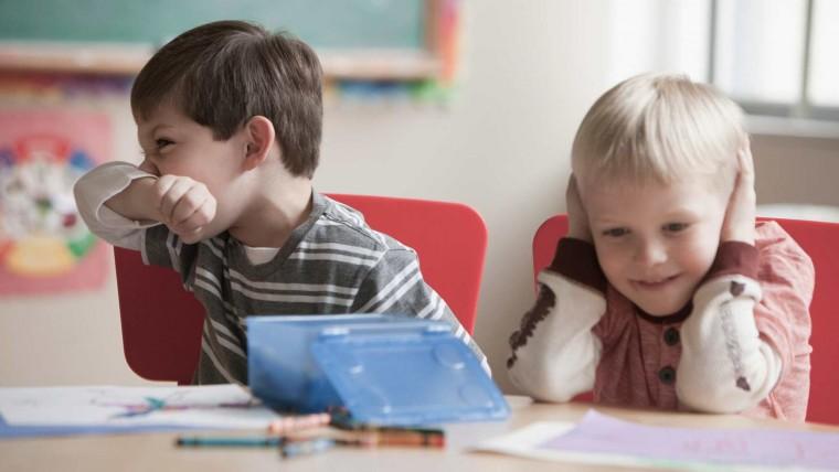 Μήπως το παιδί σας έχει διαταραχές αισθητηριακής επεξεργασίας; Αυτά είναι τα σημάδια που πρέπει να προσέξετε