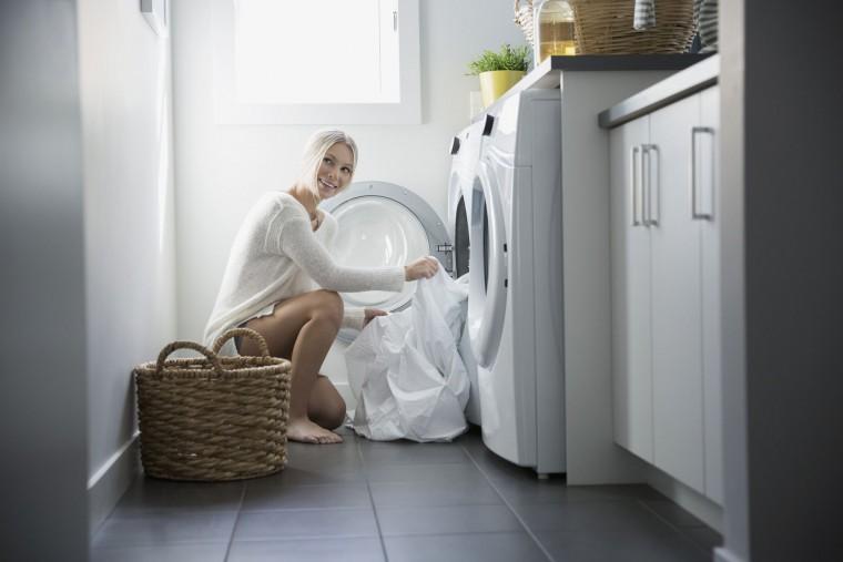 5 υφάσματα που δεν πρέπει να πλένουμε με μαλακτικό ρούχων