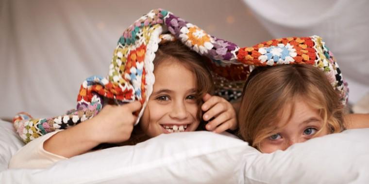 Η σωστή ηλικία για να κοιμηθεί εκτός σπιτιού εξαρτάται από το παιδί και το  επίπεδο ωριμότητάς του 1267c4dccca