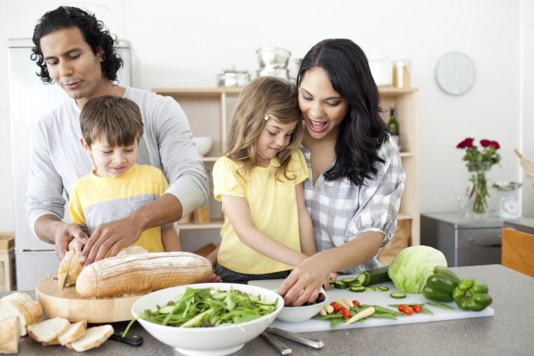 Οι 9 τροφές που προστατεύουν τον οργανισμό μας από ιώσεις και φλεγμονές