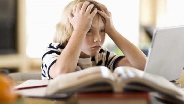 6 συμβουλές για να κάνουν τα παιδιά τις ασκήσεις τους χωρίς κλάματα και  φωνές | Infokids.gr