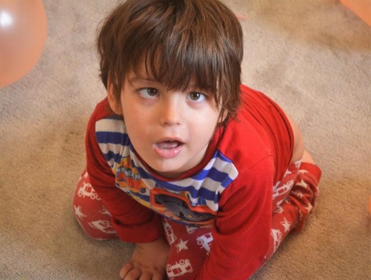 Βήματα…ελπίδας! Ο 5χρονος Χριστόφορος περπατά ξανά και χαρίζει δάκρυα συγκίνησης (video)