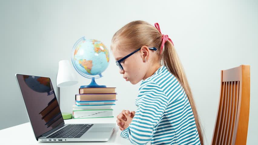 5 ψηφιακές πλατφόρμες εκπαίδευσης που θα κάνουν ξεφτέρια τους μικρούς μαθητές