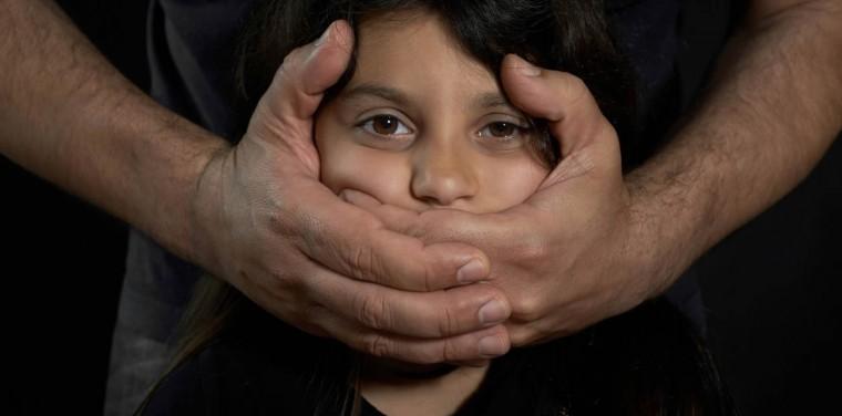 Παιδo… φιλία: Πώς θα προστατεύσουμε τα παιδιά μας από το τεράστιο τραύμα