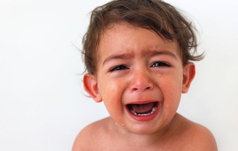 Γιατί δεν πειράζει να αφήνεις το παιδί σου να κλαίει (κάποιες φορές)