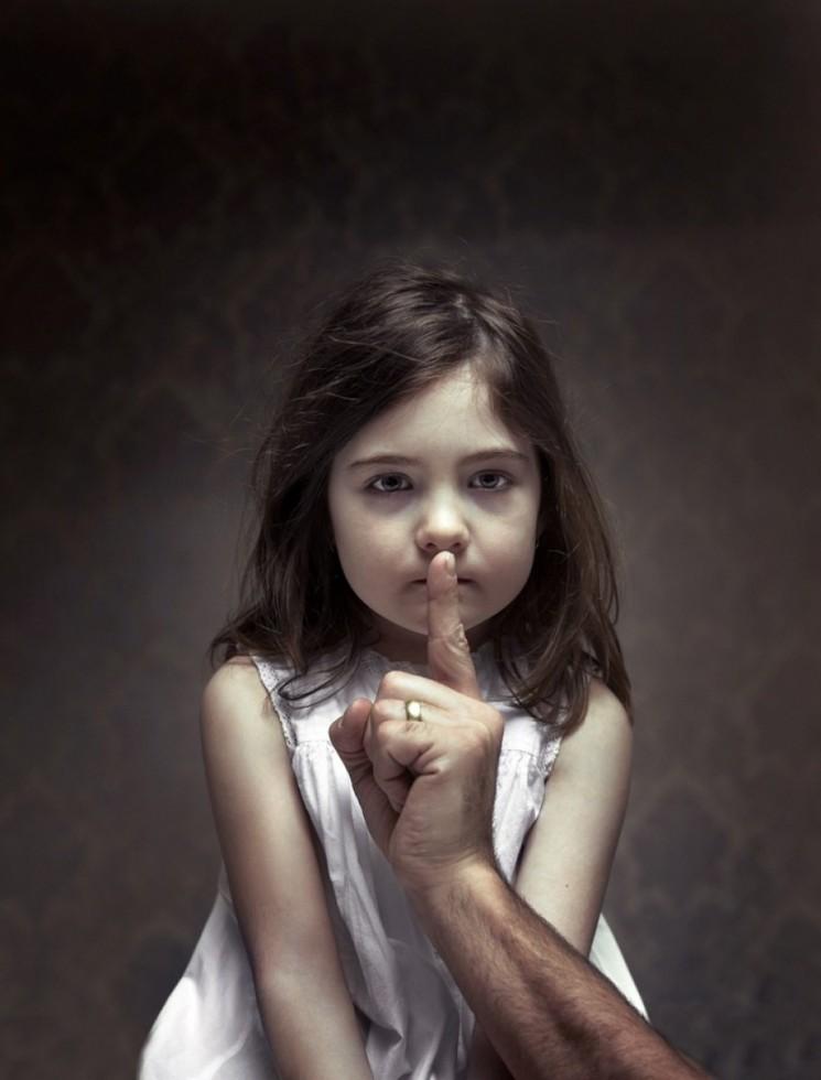 «Πώς θα προστατεύσω το παιδί μου από σεξουαλική κακοποίηση;»: Δωρεάν σεμινάριο στο Μουσείο Σχολικής Ζωής (21/4)