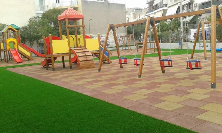 Αυτές είναι οι ανακαινισμένες παιδικές χαρές που τα παιδιά μπορούν να παίζουν με ασφάλεια