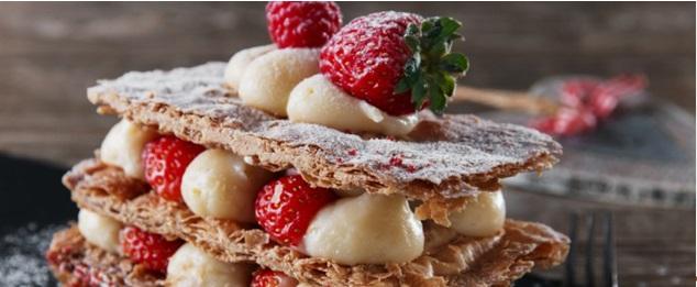 Μιλφέιγ με παγωτό καϊμάκι και κόκκινα φρούτα
