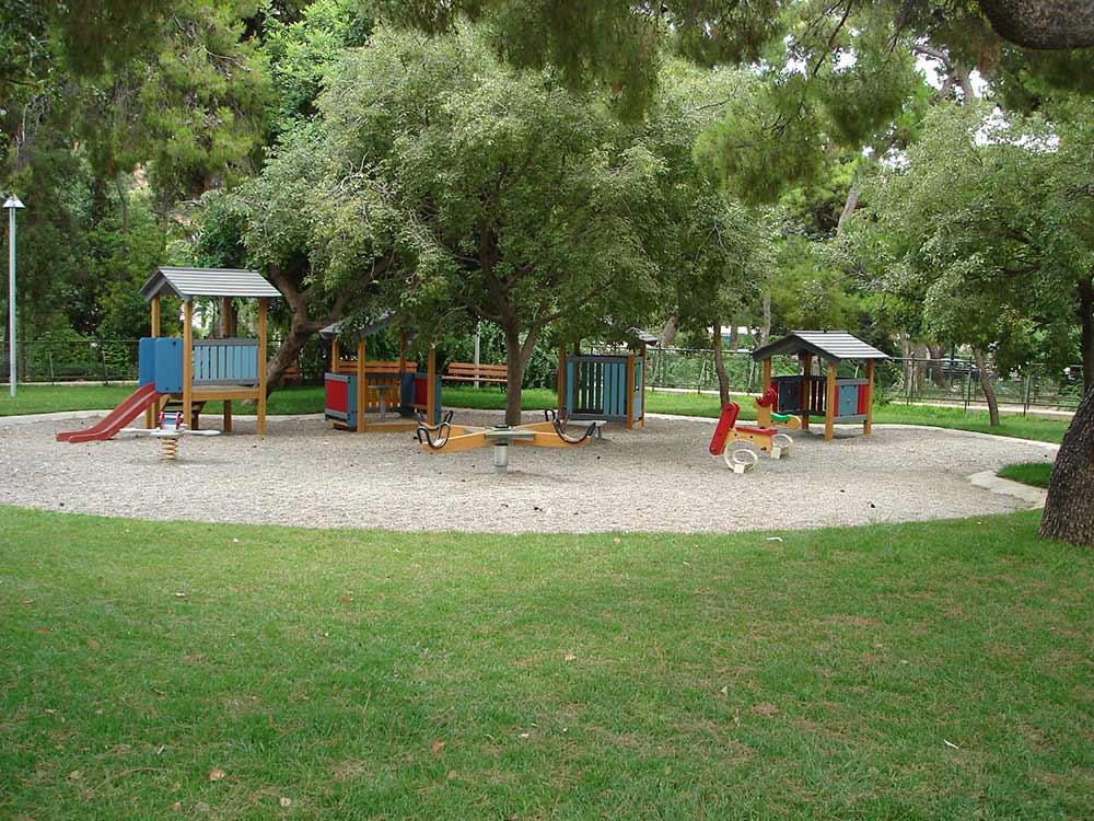5 καταπράσινες παιδικές χαρές στην Αττική που εγγυώνται ασφαλές και δροσερό παιχνίδι!