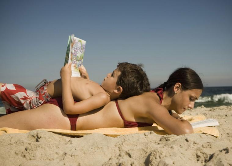 9 εξαιρετικά ολοκαίνουργια μυθιστορήματα για να διαβάσετε στις διακοπές