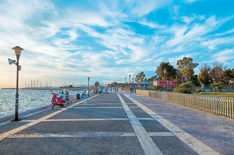 Οι 3 καλύτερες παραθαλάσσιες οικογενειακές βόλτες στην Αττική