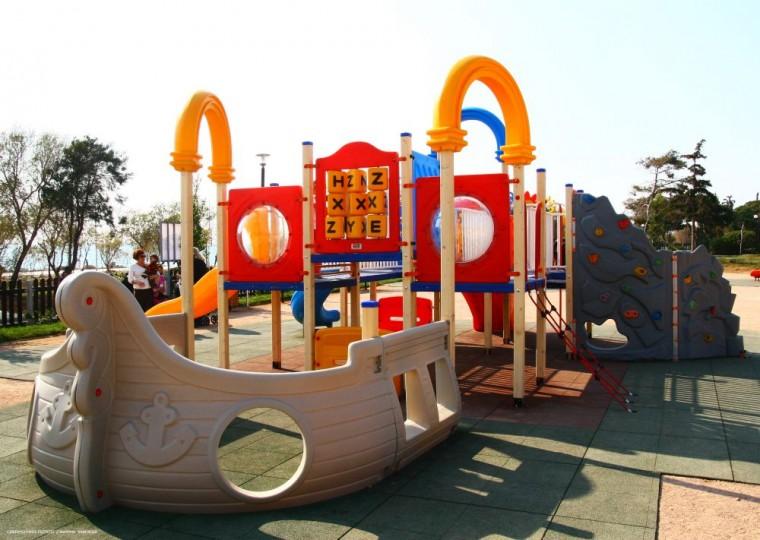 5 παιδικές χαρές δίπλα σε παραλίες για ατελείωτο καλοκαιρινό παιχνίδι