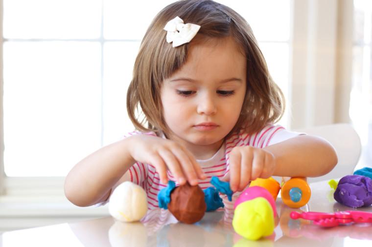 Γονείς, προσοχή! Ανακαλείται σετ με πλαστελίνες – Μην τις χρησιμοποιείτε