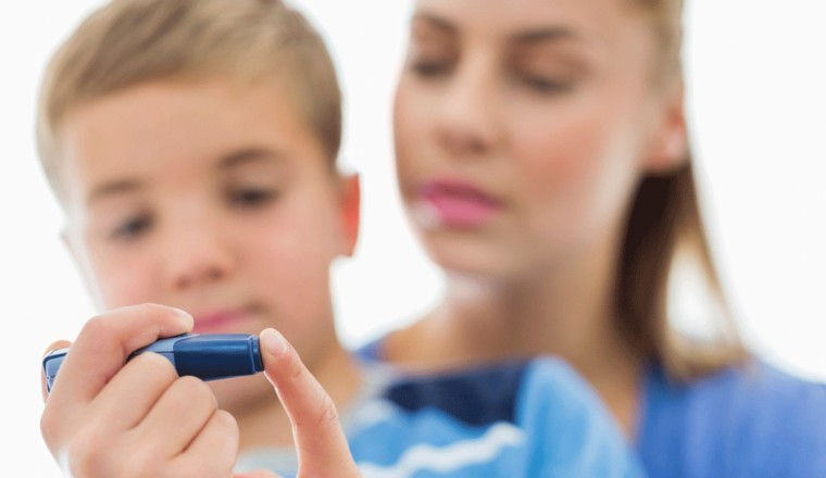«Παιδικός» διαβήτης: Ποιοι είναι οι κίνδυνοι για την καρδιά και το προσδόκιμο ζωής που δεν πρέπει να αγνοείτε
