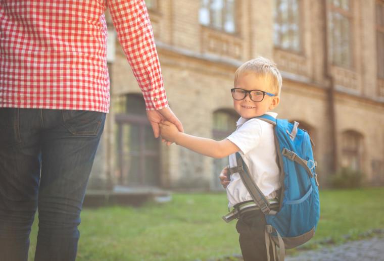Πρώτη μέρα στο σχολείο: Γιατί να μην ποστάρετε φωτογραφίες των παιδιών σας