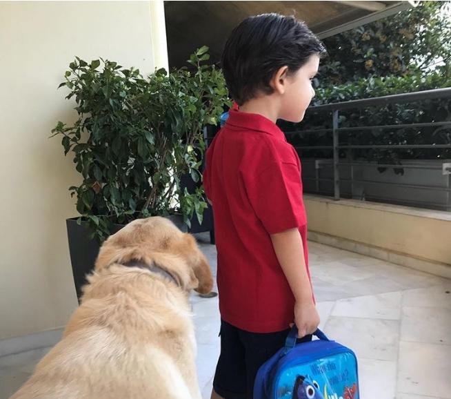Πρώτη μέρα στο σχολείο: 10 διάσημοι Έλληνες γονείς φωτογραφίζουν τα παιδιά τους