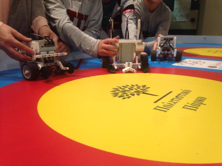 Τα παιδιά μαθαίνουν τα μυστικά της εκπαιδευτικής ρομποτικής στο Πολιτιστικό Πάρκο στο Λυκαβηττό