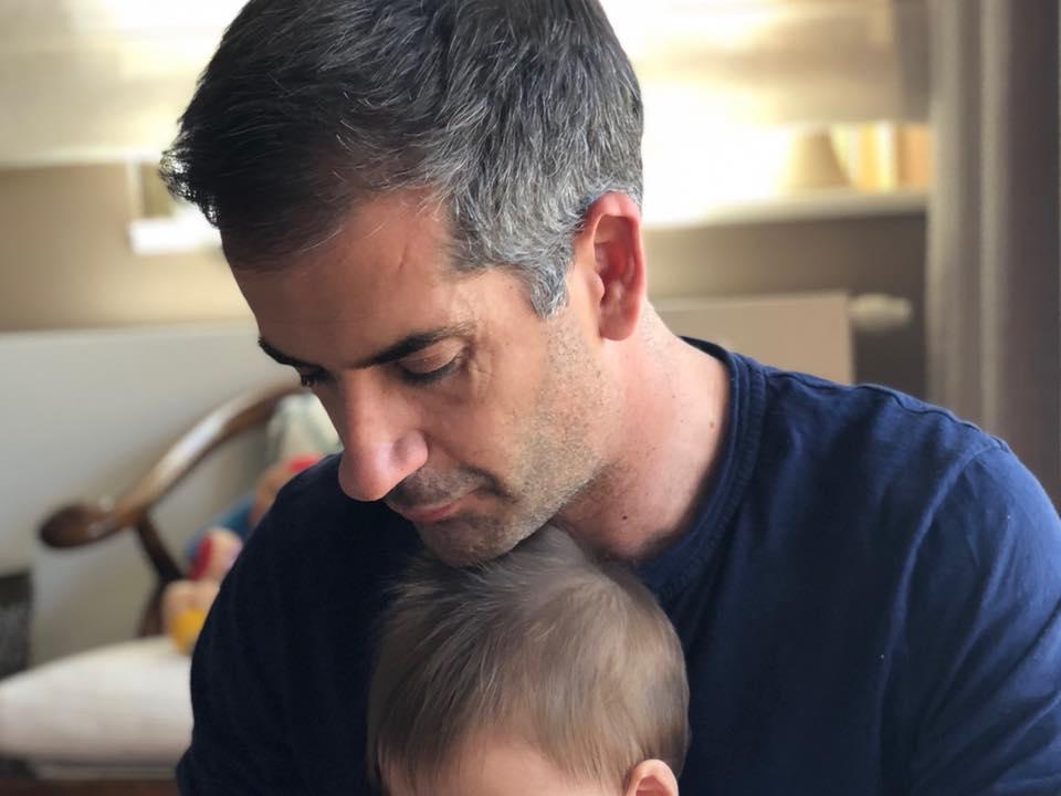 Κώστας Μπακογιάννης: Η φωτογραφία και η ευχή για τα πρώτα γενέθλια του γιου του που έγινε viral