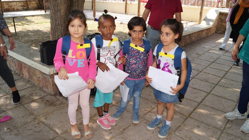 Αυτά είναι τα προσφυγόπουλα που 1500 άνθρωποι υπέγραψαν να μην πάνε σχολείο