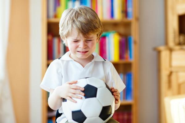 «Ο γιος μου κλαίει και δεν θέλει να πάει σχολείο, ενώ πέρυσι ήταν πολύ χαρούμενος γι' αυτό. Τι να κάνω;»