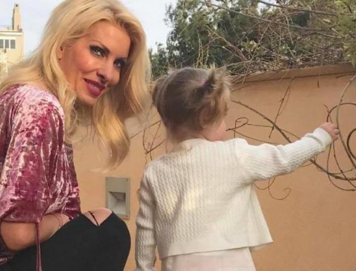 Η Ελένη Μενεγάκη μάς δείχνει για πρώτη φορά την πανέμορφη κόρη της Μαρίνα