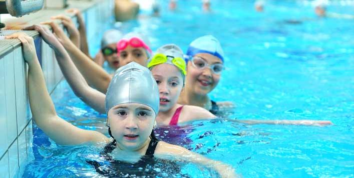 4 πράγματα που πρέπει να ξέρετε για το μάθημα της κολύμβησης στα δημοτικά σχολεία