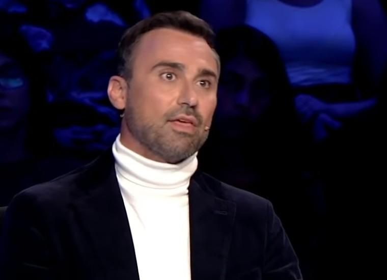 «Οι γονείς των μπούληδων θα έπρεπε να ντρέπονται»: Ο Γ. Καπουτζίδης ξεσπά και υπερασπίζεται τα διαφορετικά παιδιά