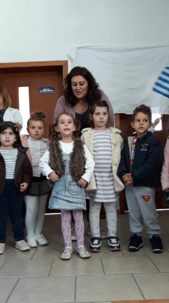 Βόρεια Ήπειρος: Μικροί μαθητές γιορτάζουν την 28η Οκτωβρίου, τραγουδούν τον Εθνικό Ύμνο και συγκινούν (video)