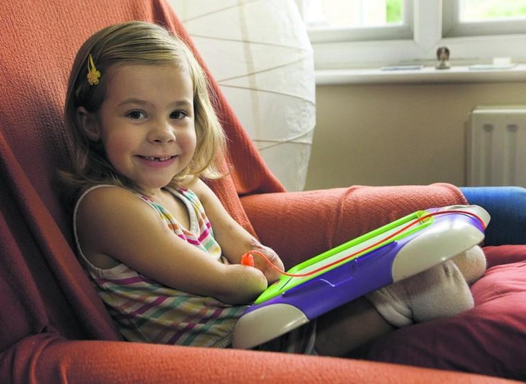 Η ιστορία της μικρής Σάρλοτ που έχασε τα χέρια και τα πόδια της πρέπει να γίνει μάθημα σε κάθε γονιό…