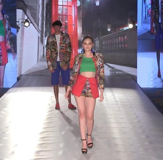 Πώς ένα 15χρονο κορίτσι με σύνδρομο Άσπεργκερ κάνει καριέρα μοντέλου