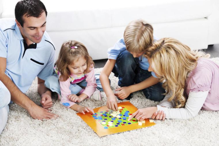 2 παιδάκια κερδίζουν από 3 επιτραπέζια παιχνίδια της Epsilon Games προσφορά του Caelesteshop.gr!