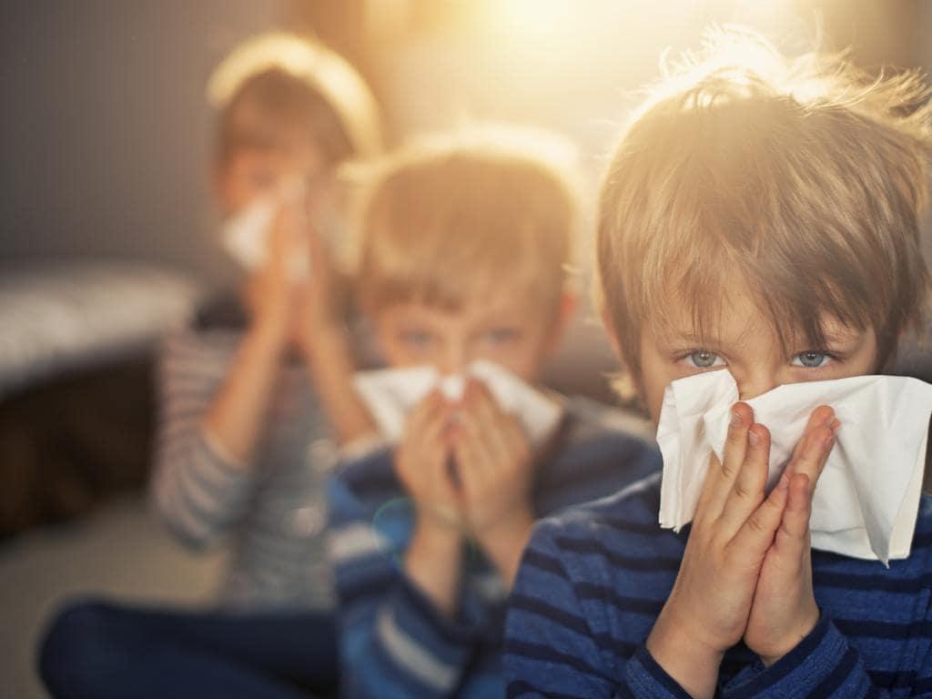 ΚΕΕΛΠΝΟ: Σαρώνει το κύμα εποχικής γρίπης – Κρούσματα σε σχολεία – Τι να προσέχουν οι μαθητές