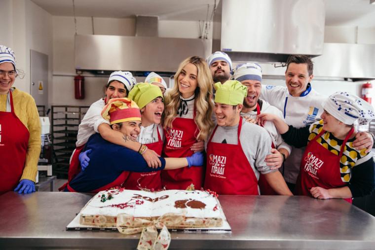 Δείτε τη Δούκισσα Νομικού να μαγειρεύει με τα παιδιά της Ένωσης «Μαζί για το Παιδί»