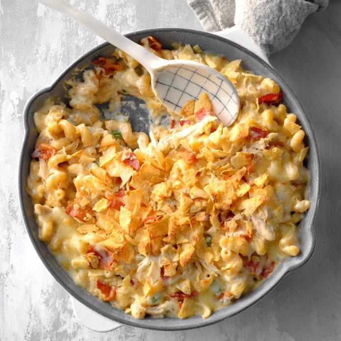 Εύκολη συνταγή για μακαρόνια με σάλτσα τυριού και μπέικον